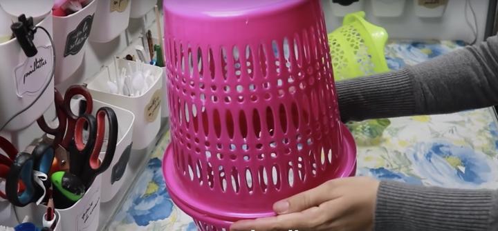 Превратите сломанные корзины для мусора в красивую для дома вещь