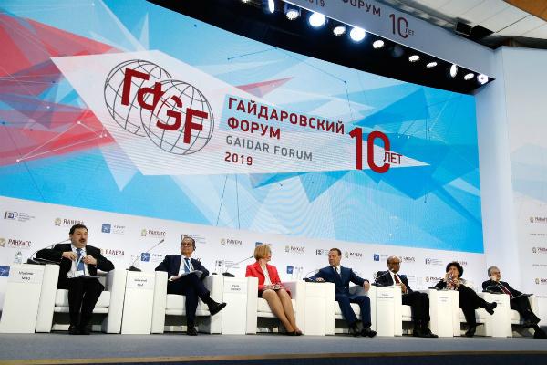 Чиновники-роботы и переосмысление бедности: новые тренды Гайдаровского форума