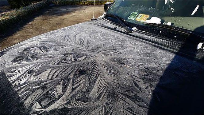 Зима превращяет автомобили в искусство отдых