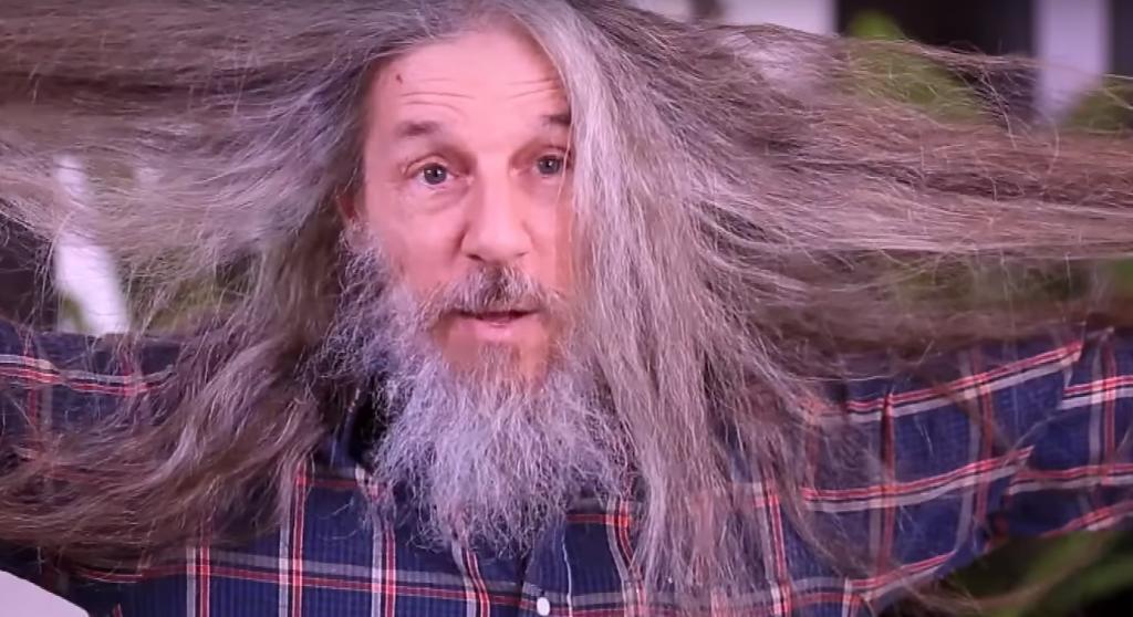 Сбрил бороду, обрезал волосы и... вуаля – совсем другой человек. Кардинальное преображение 65-летнего мужчины
