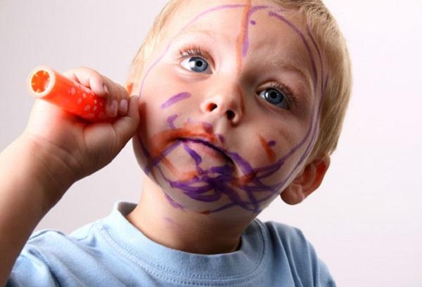 Чем можно отмыть фломастер с кожи ребенка?
