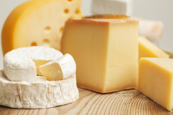 Перекус из непастеризованных сыров