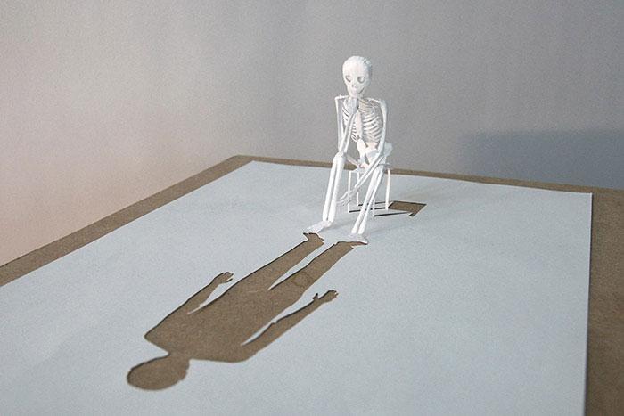 Скульптуры, вырезанные из одного листа бумаги