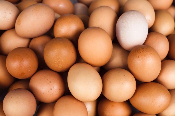 Можно ли есть яйца с красным пятном на желтке