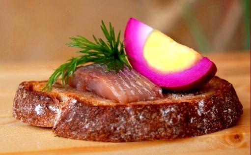 Яйца вареные маринованные  для закусок и украшения блюд Яйца в свекольном маринаде