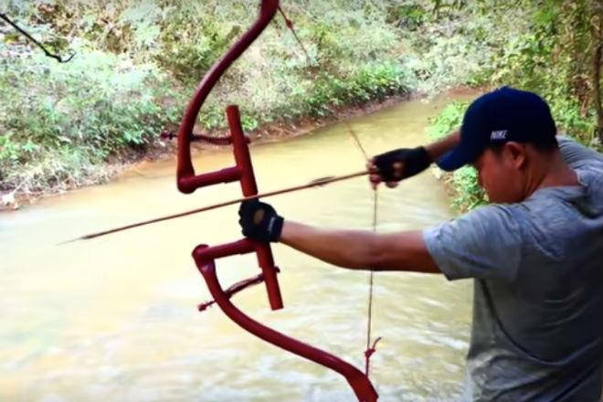 Мощный лук для охоты: делаем из пластиковых труб Видео,лук,мастер,ПВХ,стрелы,Тренинг