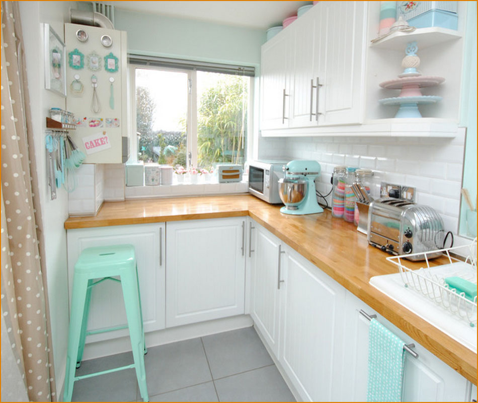 Нежное оформление небольшой кухни