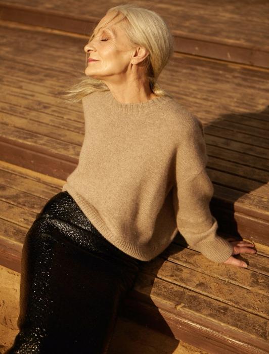 62-летняя модель из Петербурга снялась в фэшн-видео — и оно круче рекламы Celine и Saint Laurent