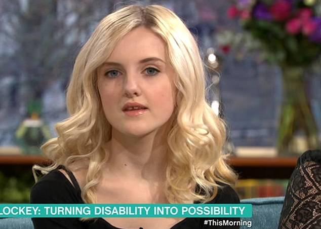 Как 13-летняя девочка с бионическими протезами вместо рук стала профессиональным визажистом воспитание