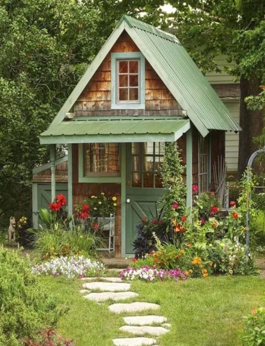 Маленькие садовые домики и почему у нас таких нет для дома и дачи,идеи и вдохновение