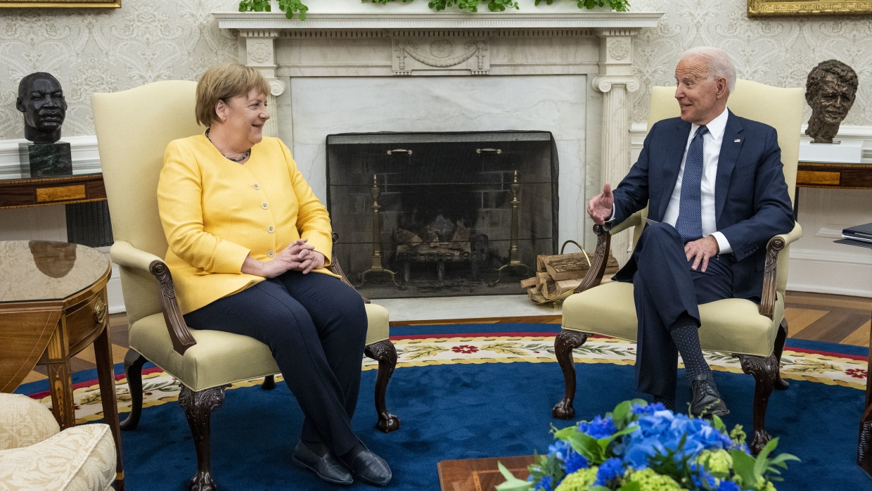 «Хороший спектакль»: в Сети оценили прощальный визит Меркель в Вашингтон Политика