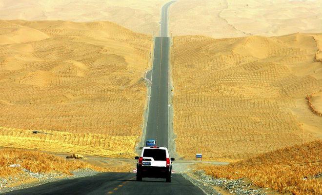Зачем китайцы построили 500 км дороги посреди голой пустыни