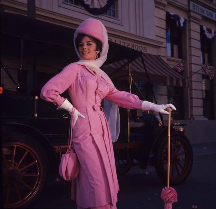 """Прелестная Натали Вуд на съемках культовой комедии """"Большие гонки"""" (1965)."""