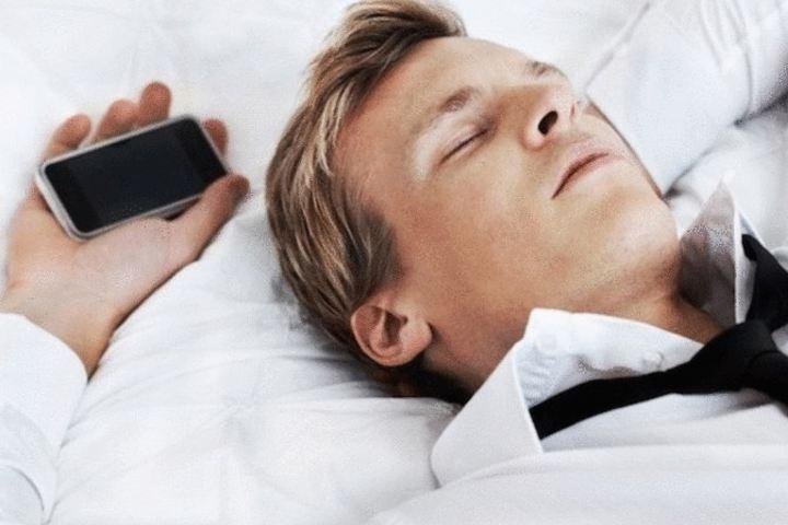 Можно ли спать рядом с мобильным телефоном? Как и куда написать письмо Деду Морозу!