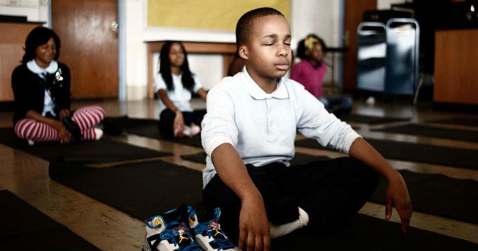 В этой школе наказания заменили медитацией, и результаты впечатляют!