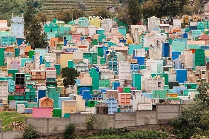 Все цвета радуги: жизнерадостные кладбища в Гватемале вокруг света,интересное,Кладбище,мир,Гватемала,культура,похороны,этно