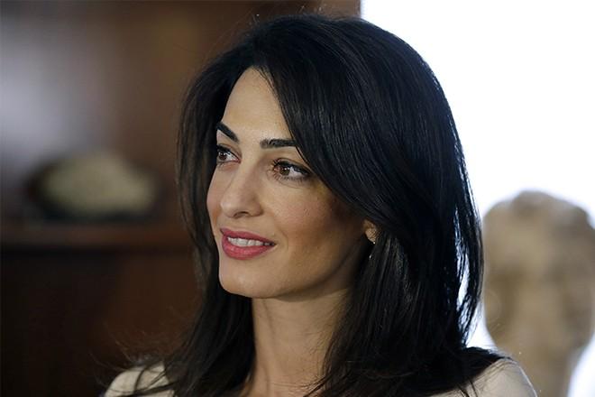 Поклонники уличили Амаль Клуни во лжи. Узнайте детали