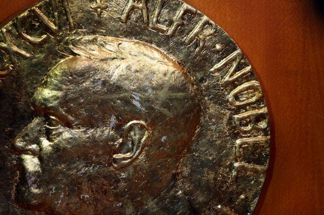 Присуждающая Нобелевскую премию академия приняла отставку четверых членов