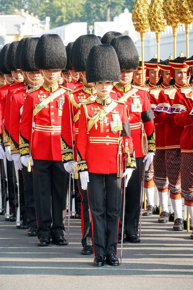 Чтиво выходного дня: король Таиланда взял в наложницы генерала
