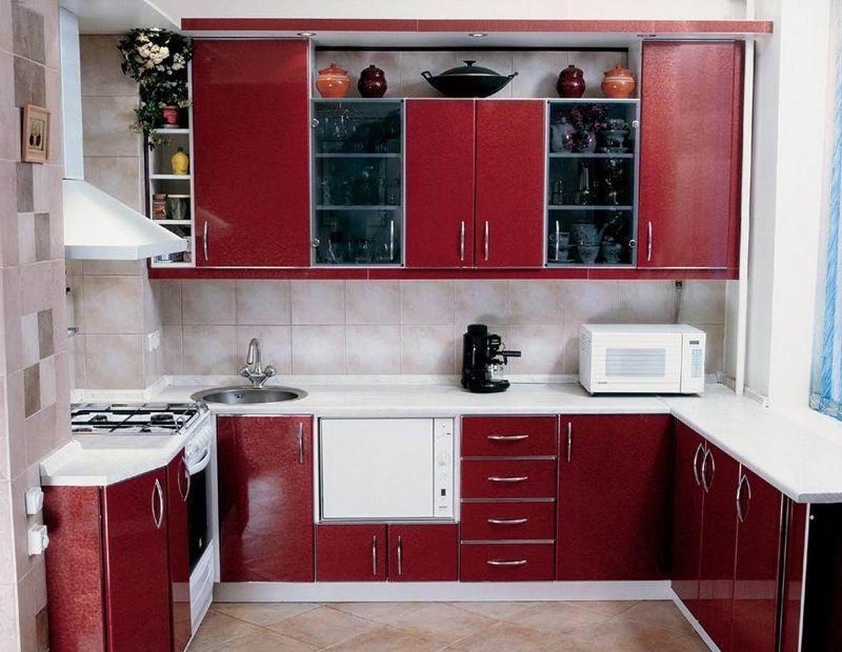Бордовая мебель в кухню