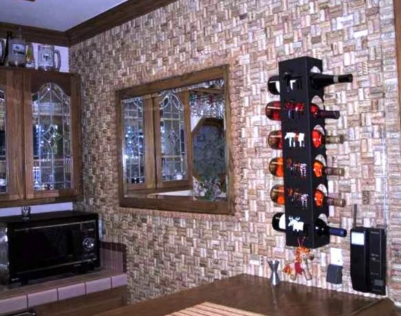 Стена кухни из пробки