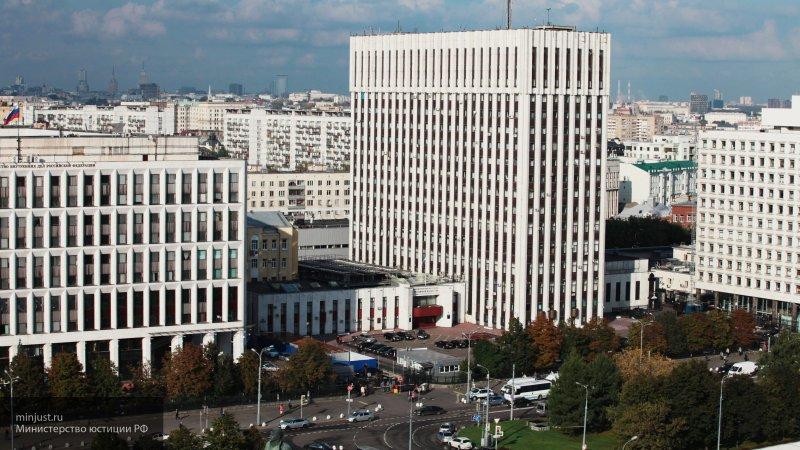 Российский Минюст опроверг сообщения об отмене некоторых профессиональных праздников