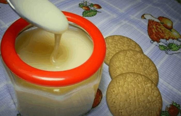 Совсем как в детстве: советский рецепт приготовления домашней сгущенки за несколько минут