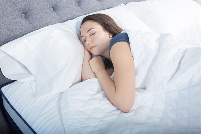 На чистом и спится приятнее.