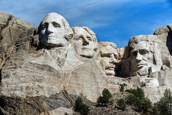 Величественный мемориальный комплекс «Гора Рашмор» (США).