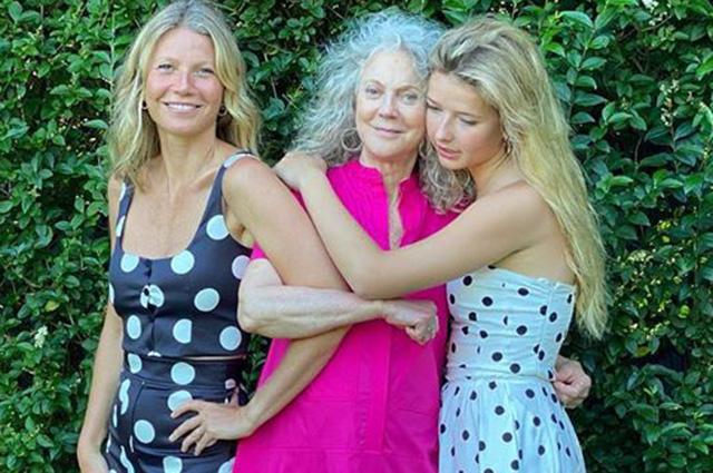Три поколения: Гвинет Пэлтроу поделилась редким снимком с мамой и дочерью