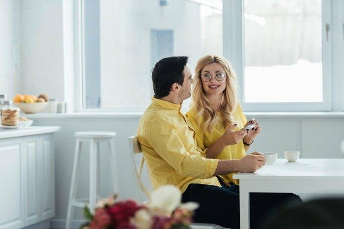 5 фраз, которые мужчинам не стоит говорить женщинам 8 марта и в преддверии праздника мужчина и женщина,общество,отношения,праздник