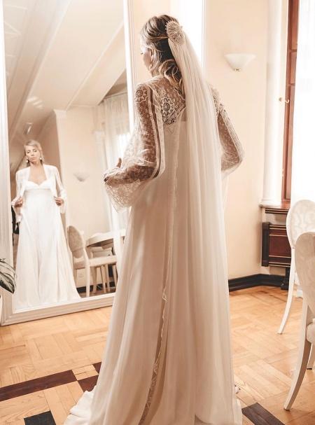 Как прошла свадьба Светланы Бондарчук и Сергея Харченко: три платья невесты, подарок от Филиппа Киркорова и стильный торт Звезды,Звездные пары