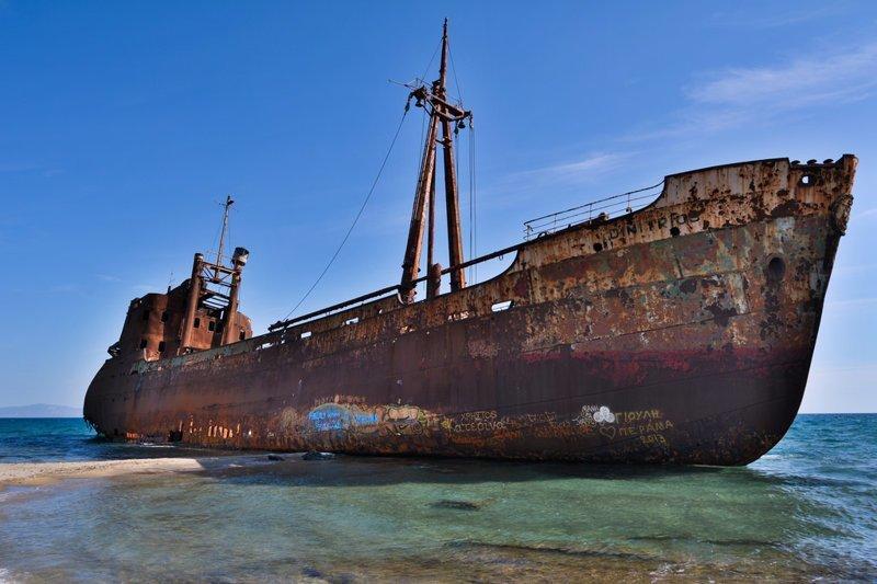 Dimitrios это небольшой, 67 метровый грузовой корабль, построенный в 1950 году, который сел на мель на пляже Valtaki в Лаконии, Греция, и находится там с 23 декабря 1981 года по сей день выброшенные, жизнь, катастрофа, корабли, красота, невероятное