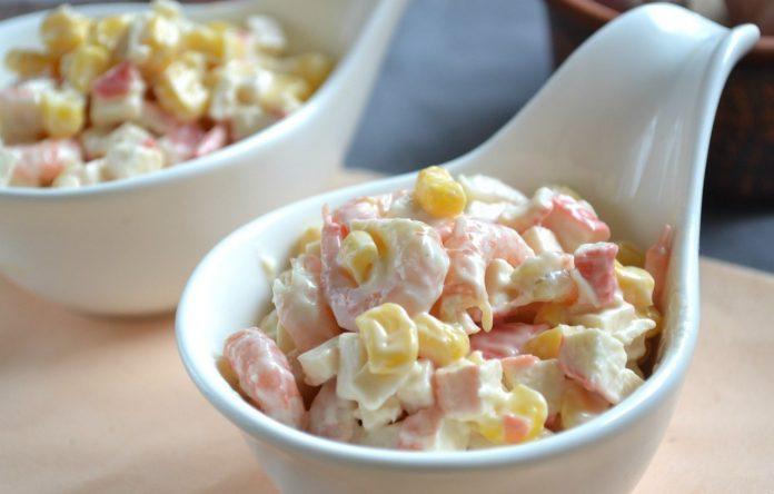 Картинки по запросу Обязательно приготовлю на праздник: салат с креветками и крабовыми палочками