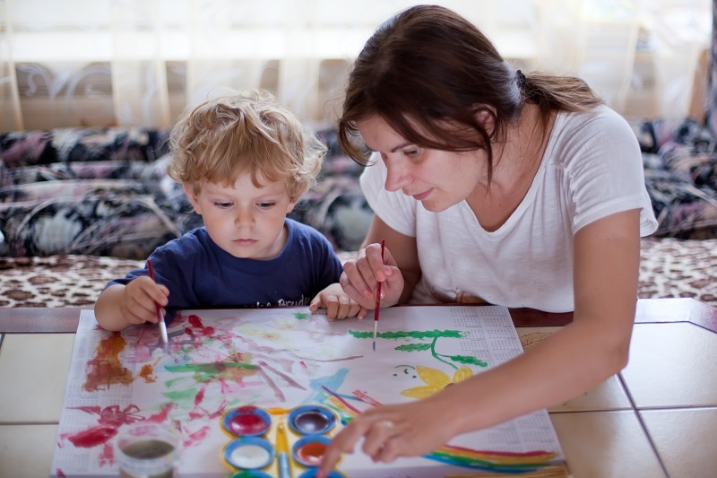 как выбрать няню для годовалого ребенка