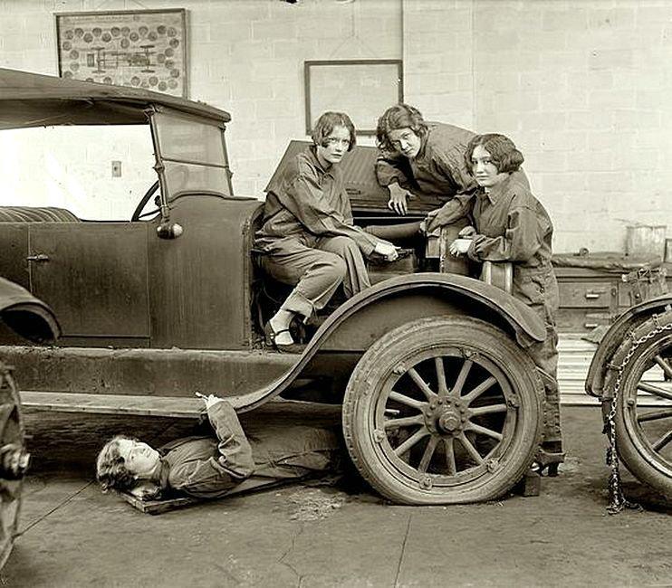 Девушки-автослесари, 1927 г. Весь Мир в объективе, ретро, старые фото