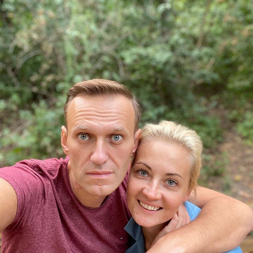 Навальный: Спасибо вам, неизвестные добрые друзья.