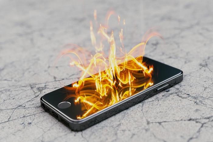 10 важных нюансов при зарядке смартфона, способных спасти от потенциальных травм
