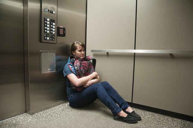 Девушке понадобилось просто подняться на лифте, но она попала в настоящую ловушку