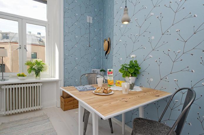 Голубые обои на кухне в скандинавском стиле