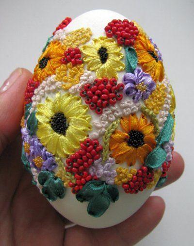Вышивка по яичной скорлупе. Какая тонкая и кропотливая работа, но какой великолепный результат! handmake