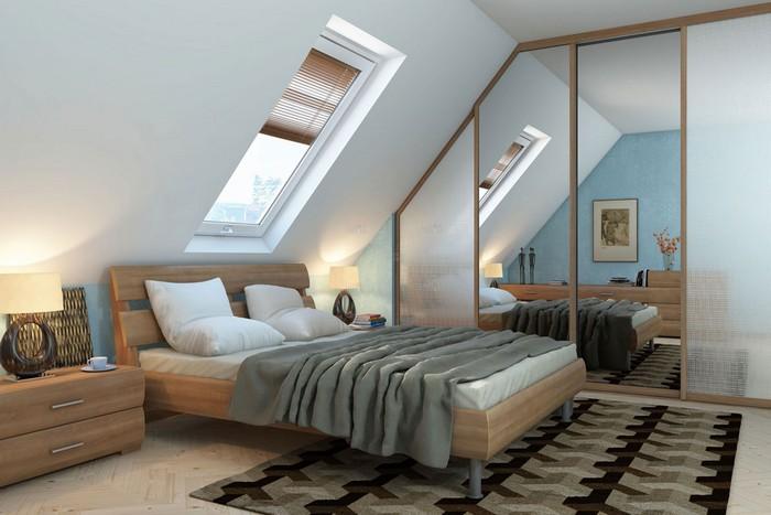 Окно над кроватью в скошенной крыше