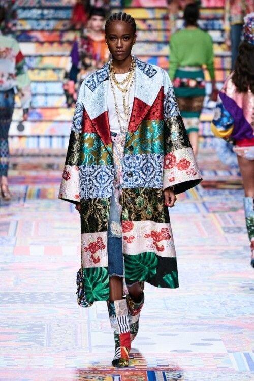 Пэчворк от кутюр- обалденное рукоделие в новой коллекции Dolce&Gabbana Италии, буйство, повнимательнее, менее, бязиТем, батиста, подкладка, легкая, пэчворка, аппликации, тончайшей, «посадки», секрет, главный, поймете, приглядитесь, гаммы, пэчворкомЕсли, числе, аппликацией