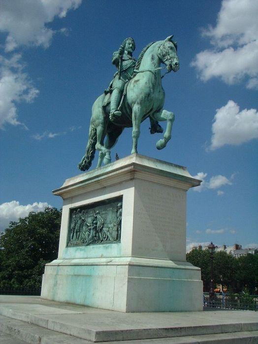 Статуя Генриха IV на Новом мосту в Париже