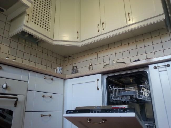 Белая кухня совмещенная с гостиной в хрущевке