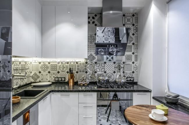 Дизайн кухни в хрущевке с дверью-книгой