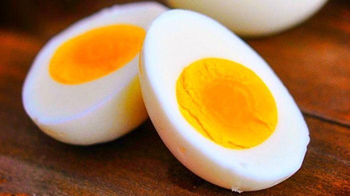 Нарезка яиц ножом.  Фото: pinterest.com.