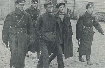 Эта фотография в журнале «Прожектор» (1926)  шла под рубрикой «Борьба с хулиганством».
