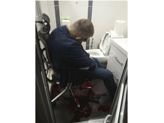 Украинские самоубийцы, сидящие на стульях потому, голову, сидел, после, человек, давно, очень, стуле, Украины, крови, выстрела, минут, несколько, президента, Потому, значит, якобы, списали, главное, самые