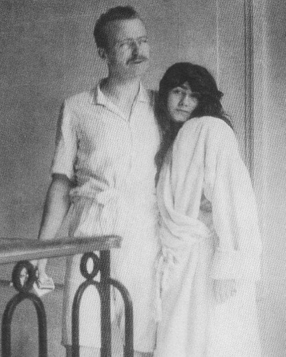Артур Кэйпел и Коко Шанель. / Фото: www.twimg.com